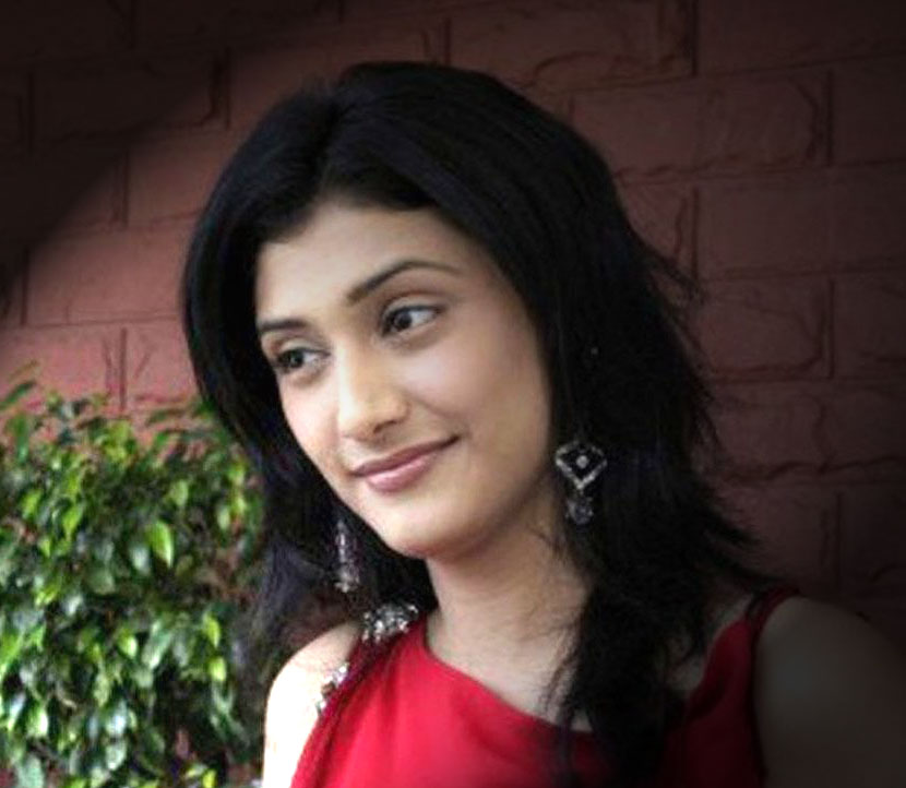 ragini khanna singing